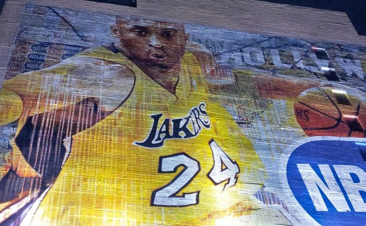 Mural on hotel building featuring Kobe Bryant in LA Lakers uniform